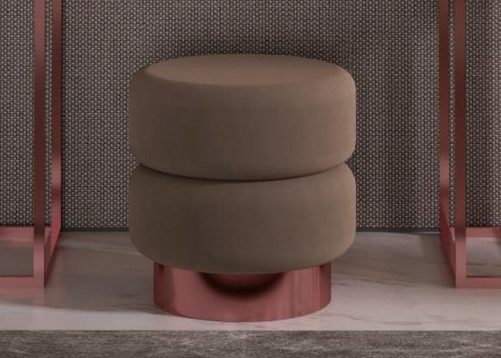 Pouff tapizado con  base en acero inoxidable. Mod: HIBA
