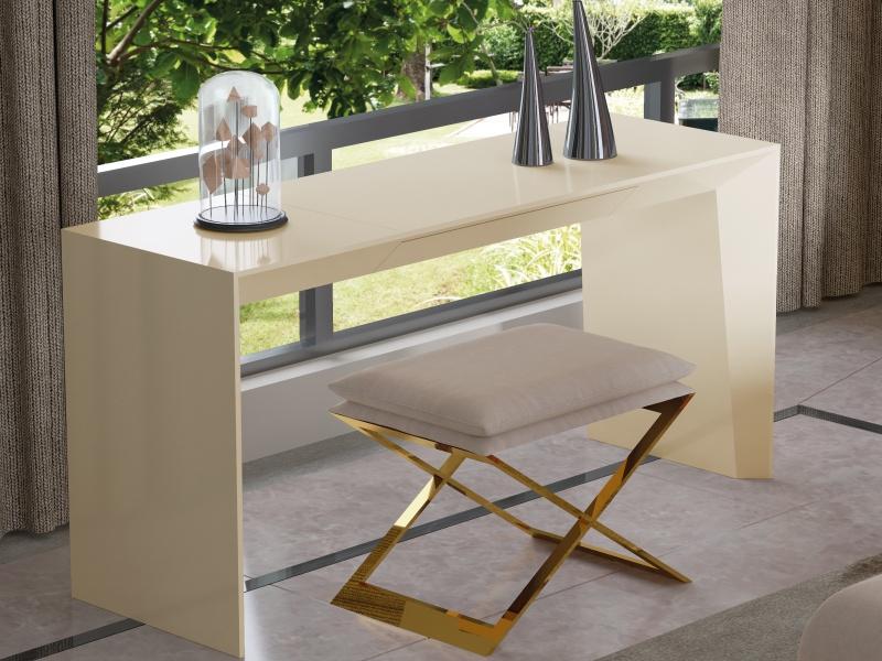 Banqueta de dise�o tapizada con base en acero inox.Mod: ZURAH